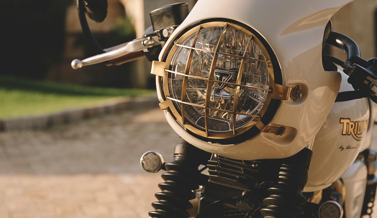 Moto Triumph Bonneville Blanca