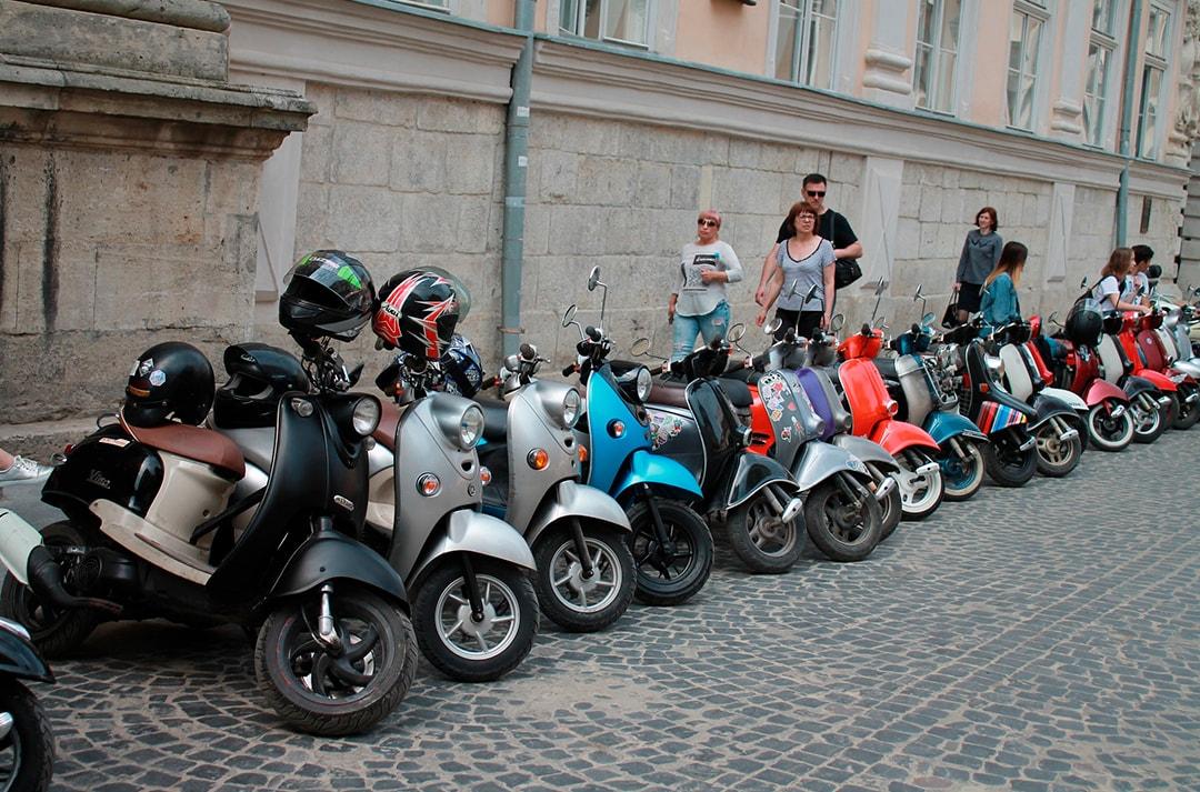 donde-se-puede-aparcar-una-moto-min