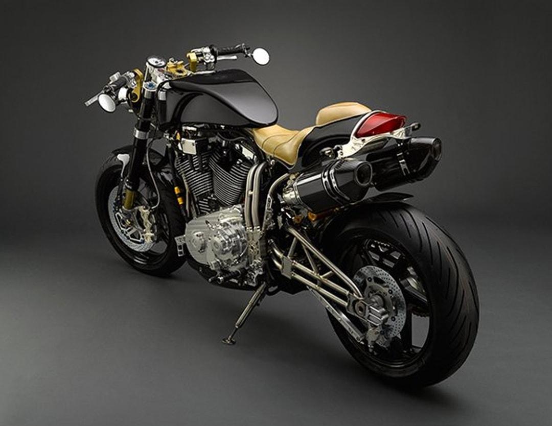 moto-famoso-min