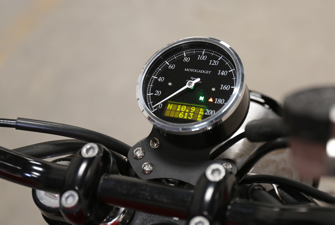cuentakilometros-bonneville-motogadget-chronoclassic-min